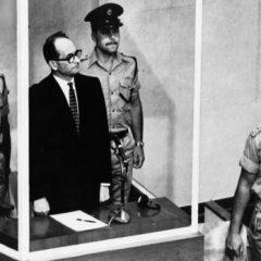 משפט אייכמן כנקודת מפנה בחברה הישראלית ובשדה הספרותי / רוני שטראוכלר